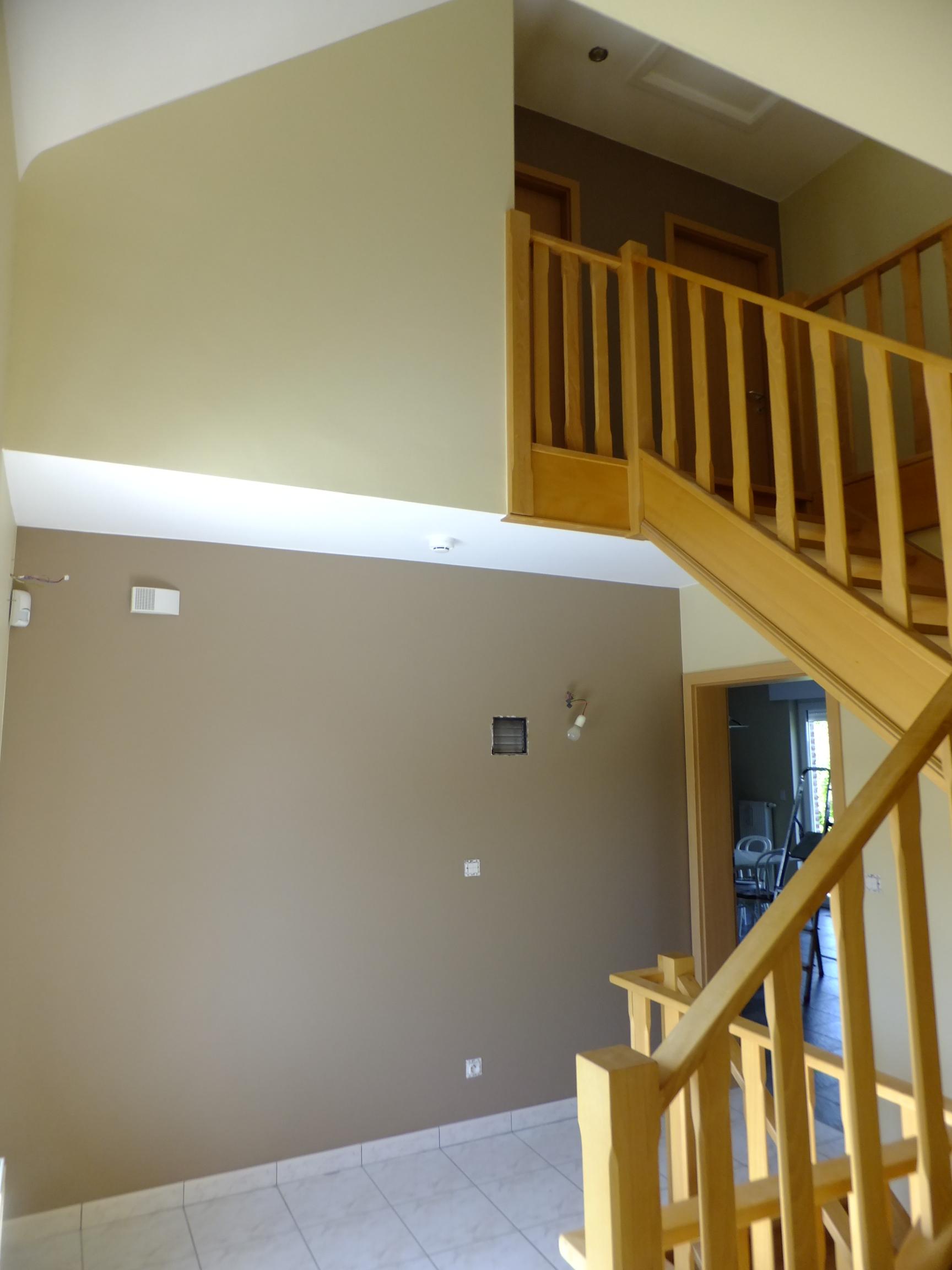 cage descalier couleur peinture comment decorer une cage d escalier de quelle couleur peindre. Black Bedroom Furniture Sets. Home Design Ideas